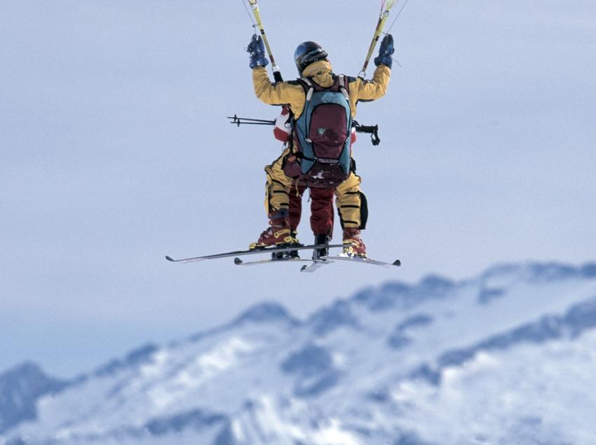 Tandem ski paragliding Baqueira Beret.