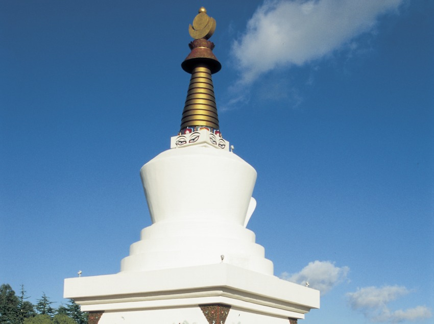 Stupa de Sakya Tashi Ling en el monasterio budista del Garraf.  (Turismo Verde S.L.)