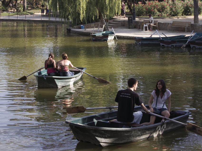 Barques a l'estany del parc de la Ciutadella.