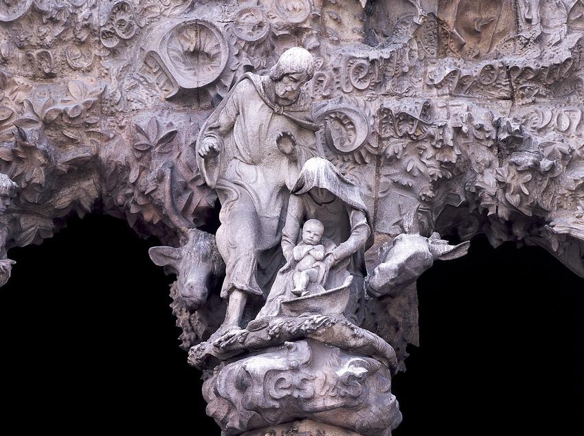 Columna del pórtico del portal de la Caridad de la fachada del Nacimiento del Templo Expiatorio de la Sagrada Familia. (Imagen M.A.S.)