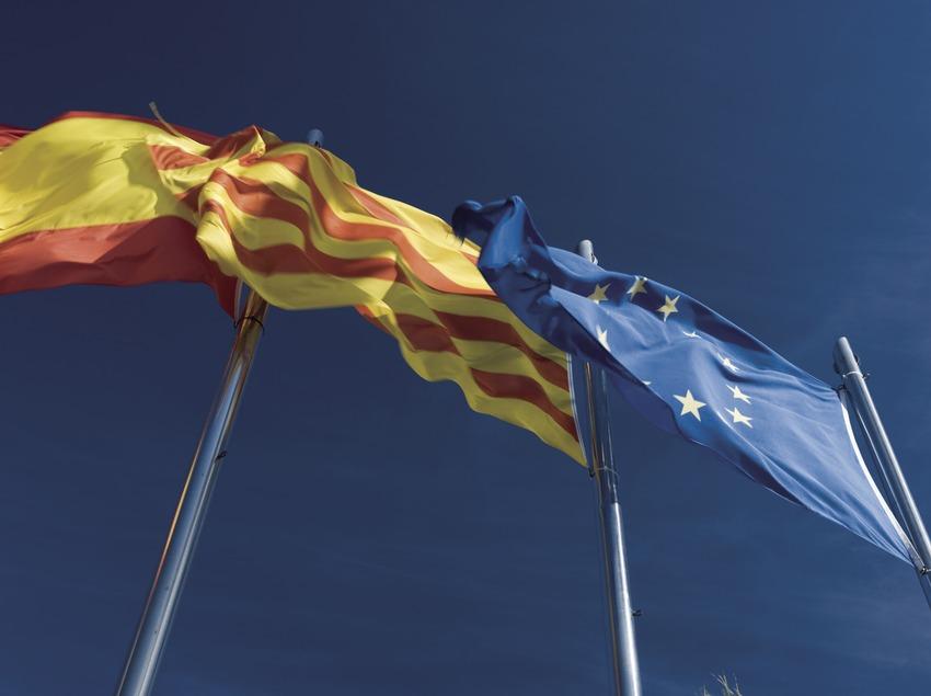 Bandera de l'estat espanyol, Senyera i bandera de la Unió Europea.  (Nano Cañas)
