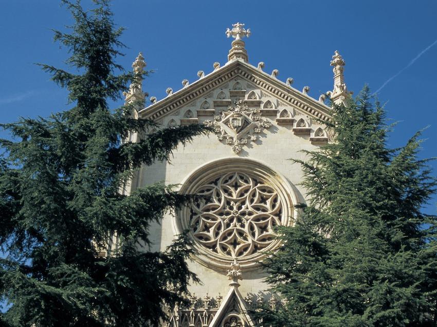 Iglesia de Sant Esteve de Castellar del Vallès.  (Turismo Verde S.L.)