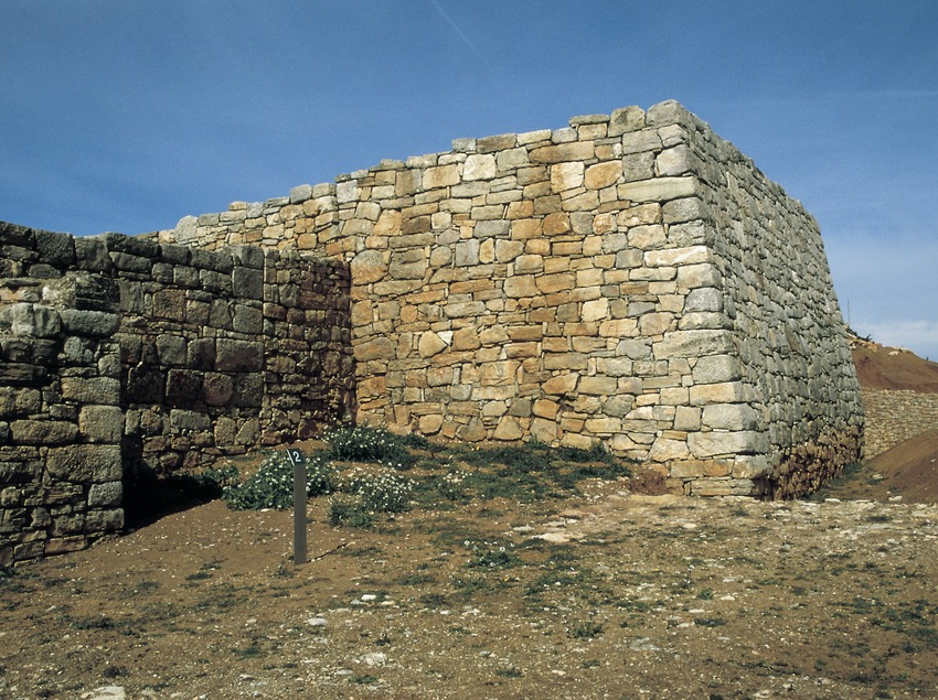 Wall of the Iberian settlement of Montgrós