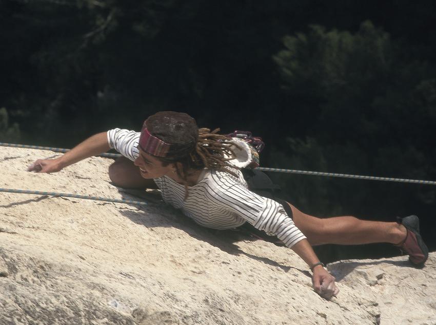 Climbing  (Daniel Julián)