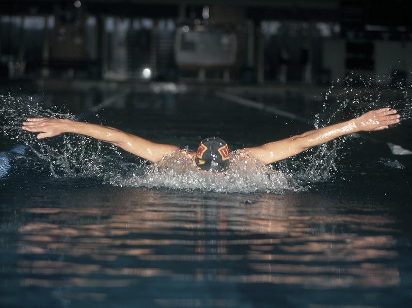 Swimming. Butterfly stroke.  (Daniel Julián)