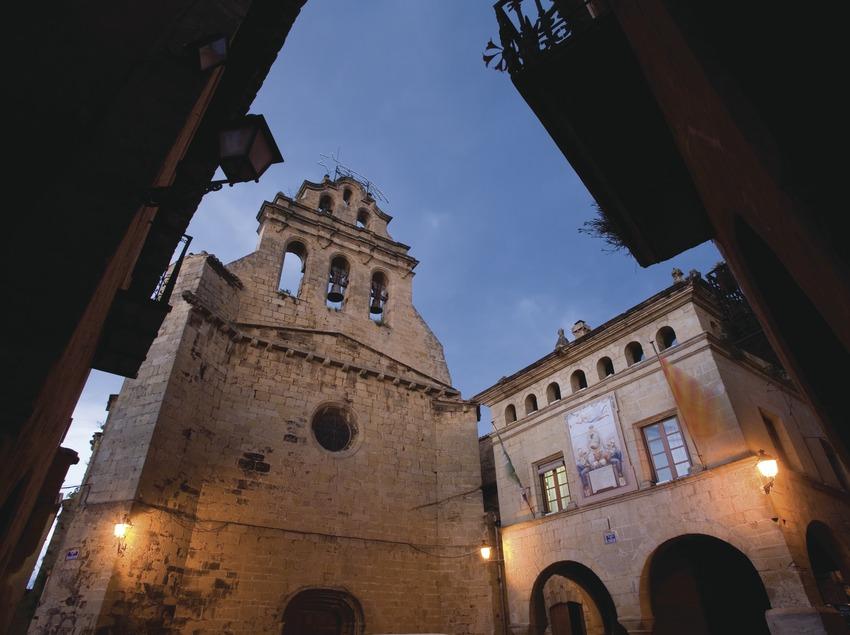 Plaça de l'Ajuntament and church of Sant Joan  (Miguel Raurich)