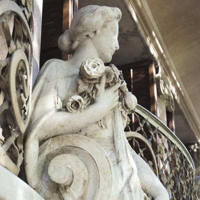 Detall escultòric a la casa Solà-Morales d'Olot  (Servicios Editoriales Georama)