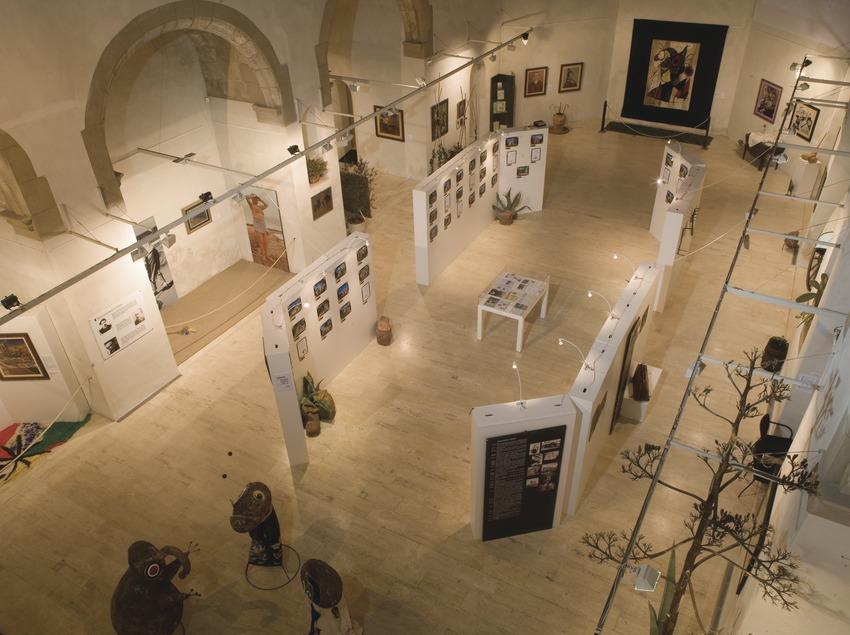 Interior de l'església vella, seu del Centre Miró  (Miguel Raurich)