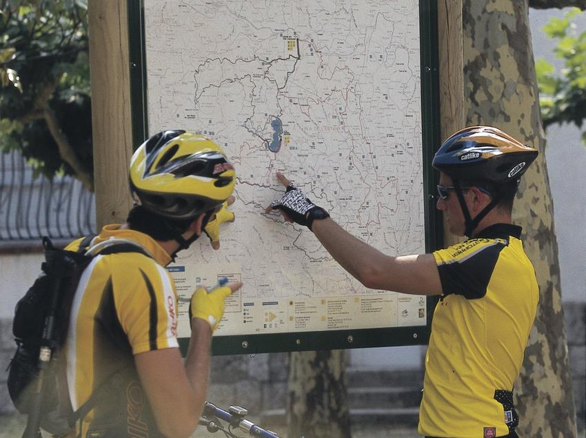 Bicicleta de montaña. Centro BTT Banyoles. Cartel.