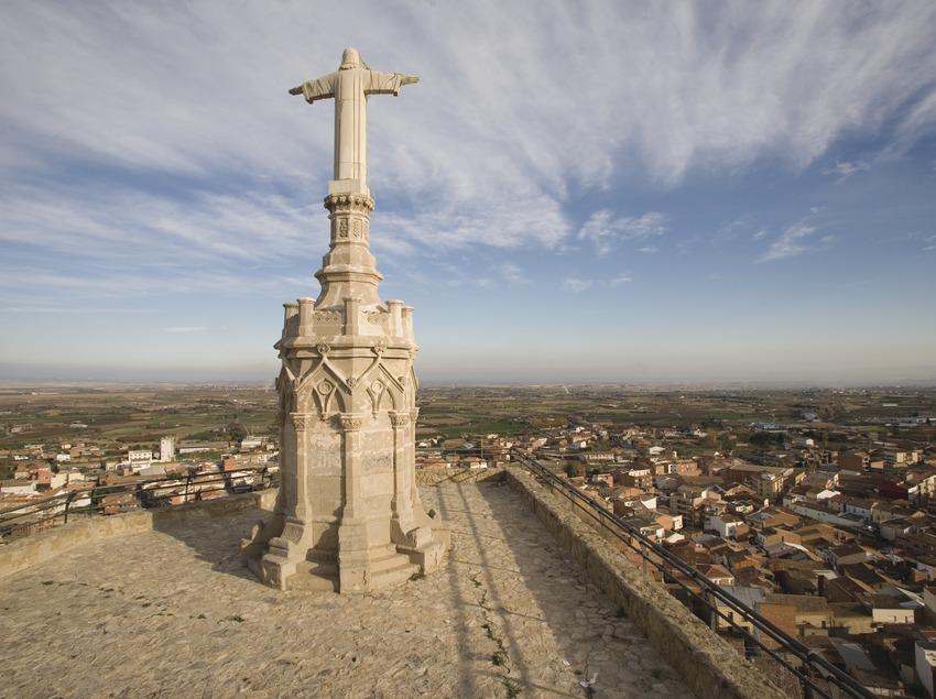 Estàtua de El Sagrat Cor i vista de la localitat  (Miguel Raurich)