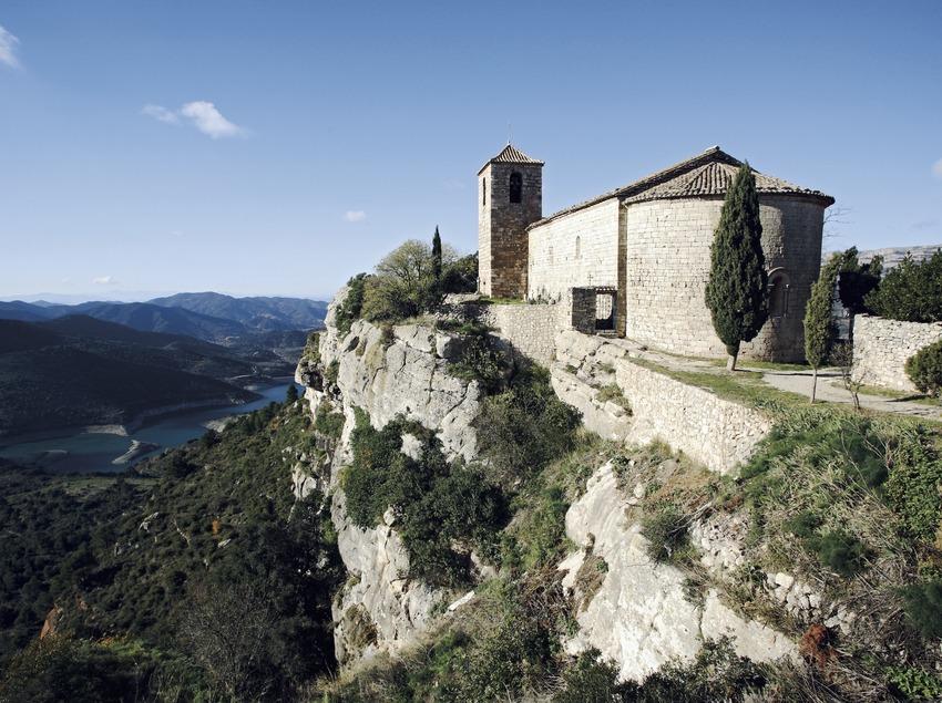 Església de Santa Maria de Siurana i el pantà.