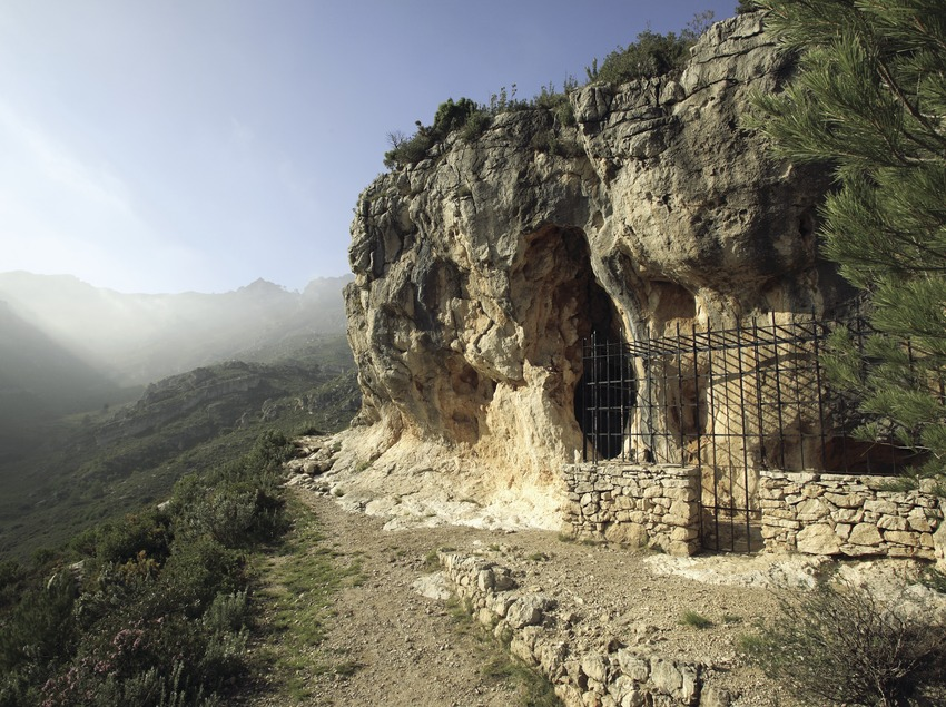 Cabra-Freixet Cave in the Sierra of Boix  (Miguel Raurich)