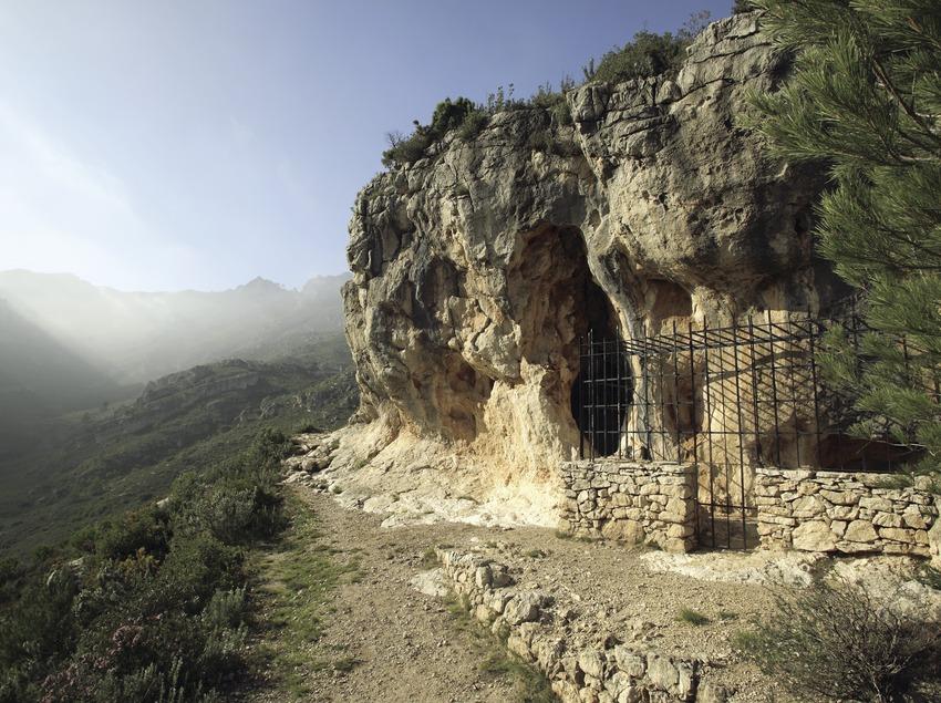 Cueva de Cabra-Freixet en la Sierra del Boix  (Miguel Raurich)