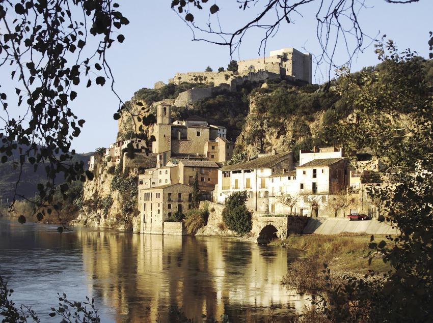 El río Ebro, el casco antiguo y el castillo  (Miguel Raurich)