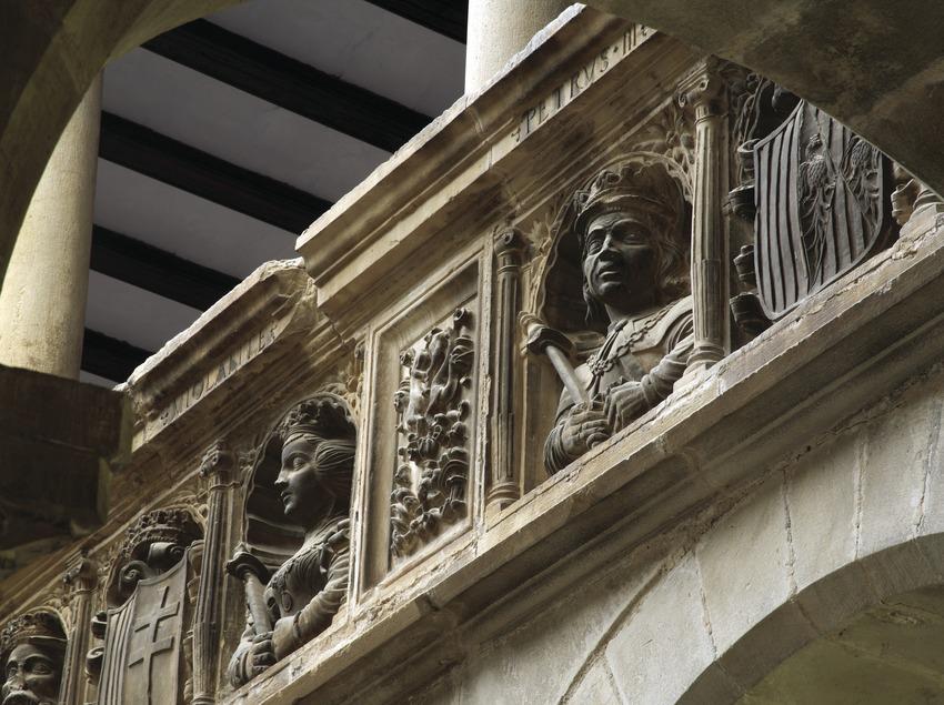 Détail de la balustrade du patio du Collège Sant Jaume i Sant Maties  (Miguel Raurich)