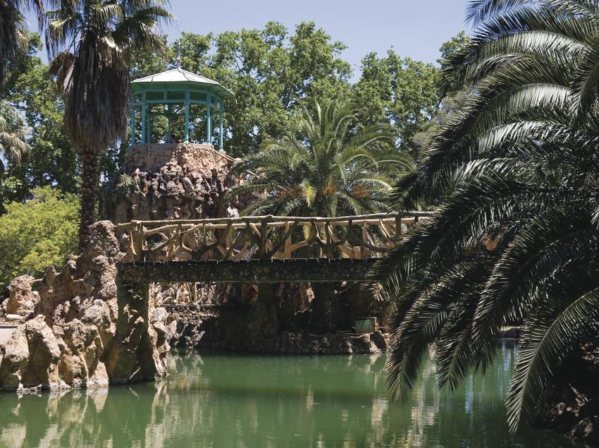 Lago y glorieta en el Parque de Sama  (Miguel Raurich)