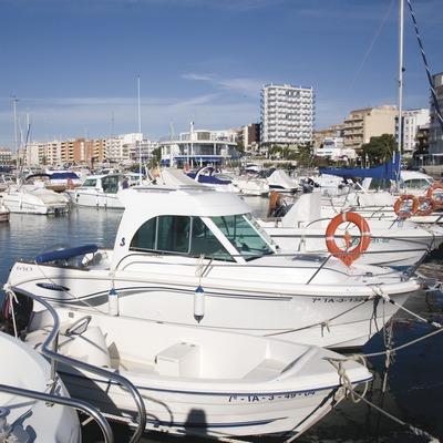 Embarcaciones en la dársena del puerto deportivo.  (Miguel Raurich)