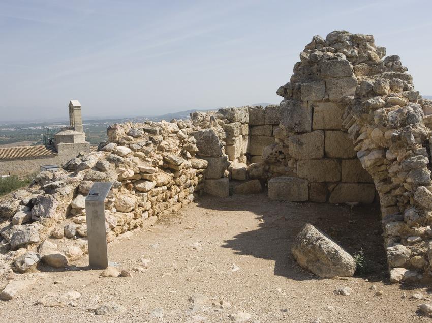 Atalaya romana e iglesia de San Miguel (Nano Cañas)