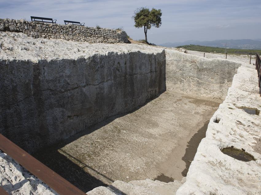 Резервуар для сбора воды. Археологический музей Каталонии в Олердоле (Nano Cañas)