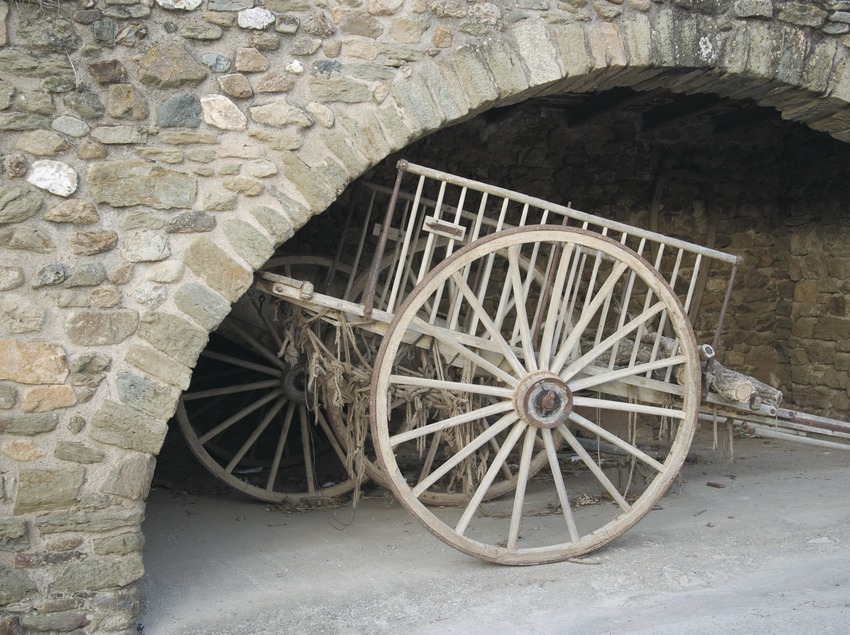 Cart in the Plaça Major in Monells  (Servicios Editoriales Georama)