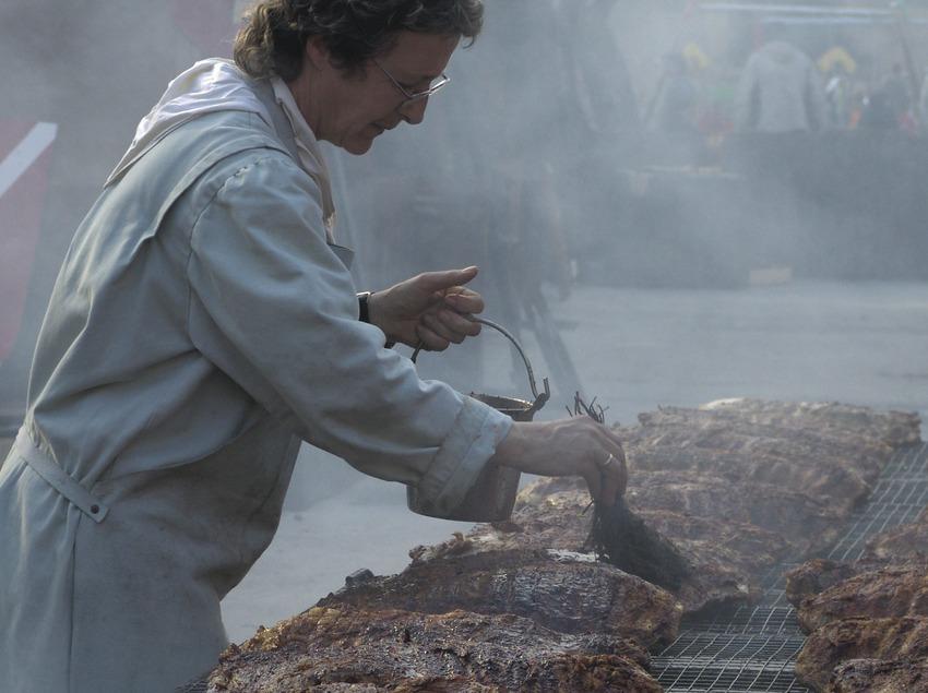 Preparació del sopar medieval durant la Setmana medieval  (Servicios Editoriales Georama)