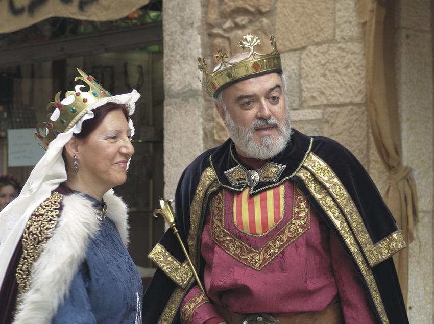 Actores participando en la Leyenda de Sant Jordi de la Semana medieval  (Servicios Editoriales Georama)