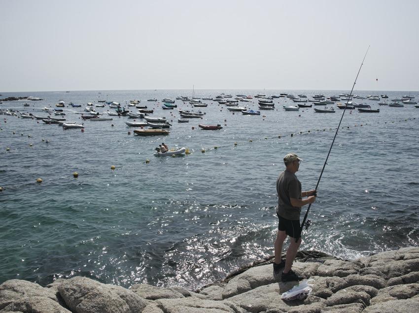Pescador al port de Calella