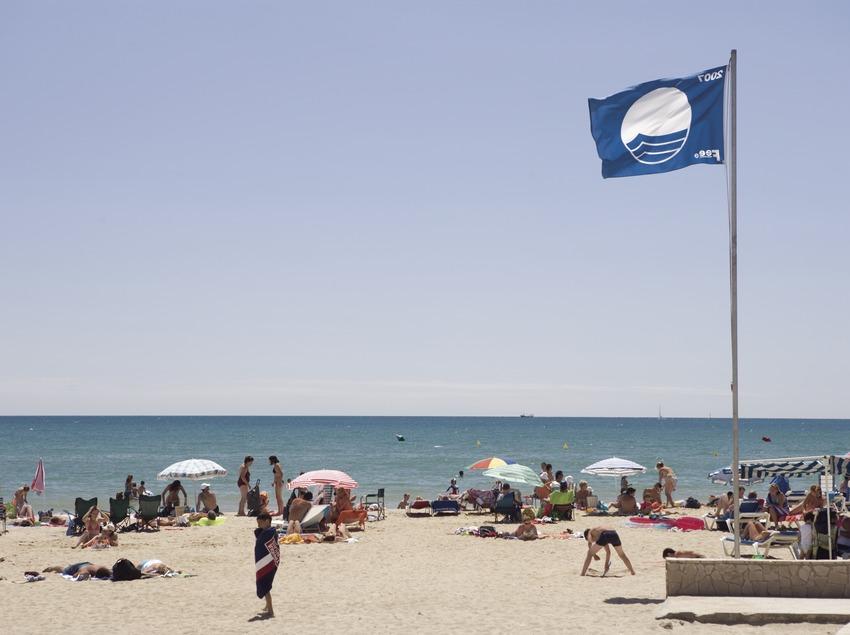 Strand am Ort.