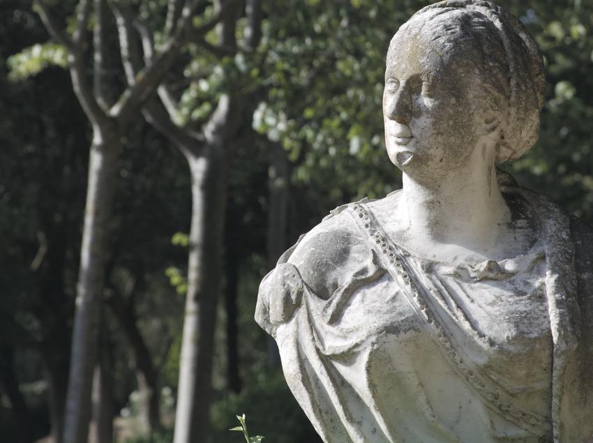 Escultura en los jardines de Santa Clotilde  (Servicios Editoriales Georama)