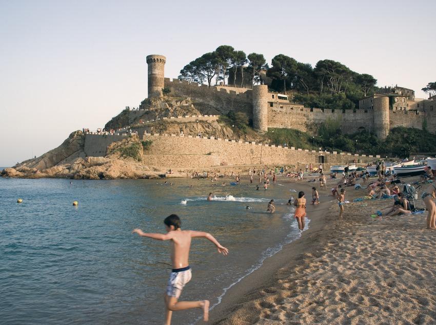 Playa y Vila Vella al fondo