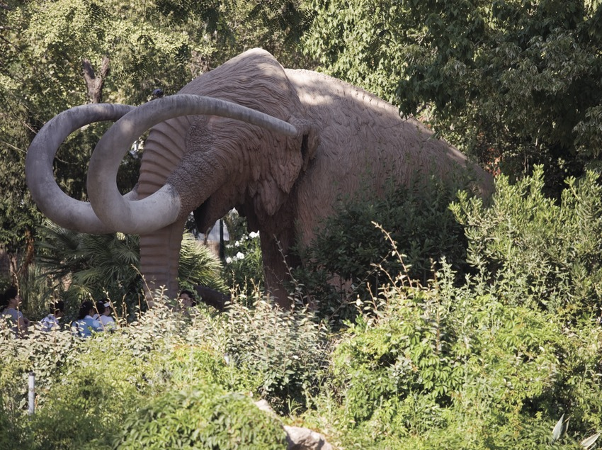 Réplica de un mamut en el Parque de la Ciutadella.  (Nano Cañas)