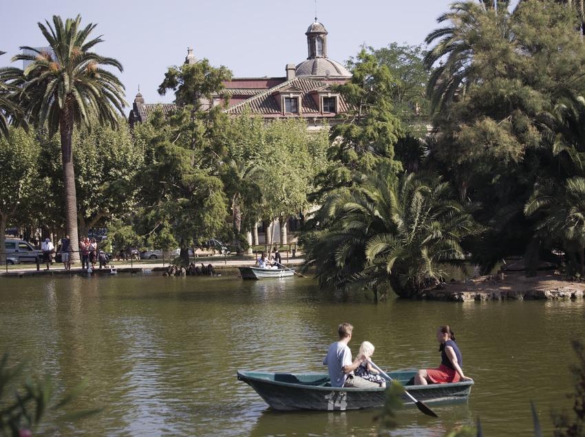 Barcas en el lago del Parque de la Ciutadella.