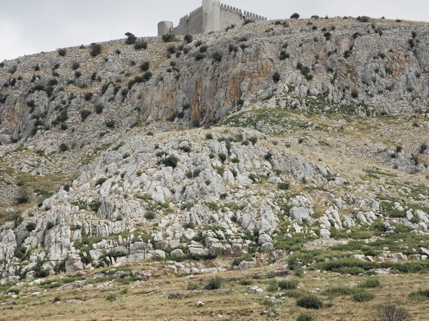 Gebirgsmassiv und Burg von Castellet  (Servicios Editoriales Georama)