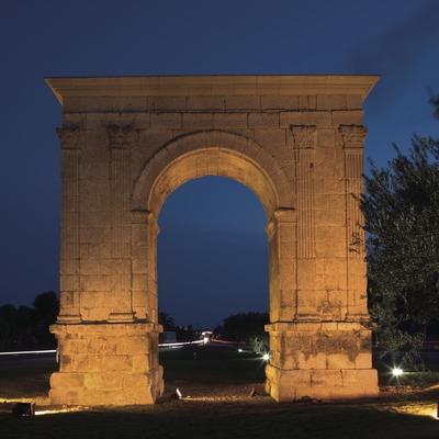 Vista nocturna de l'Arc de Berà.  (Nano Cañas)