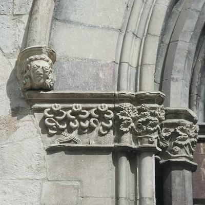 Detalle de la portalada de la iglesia de Sant Feliu  (Servicios Editoriales Georama)