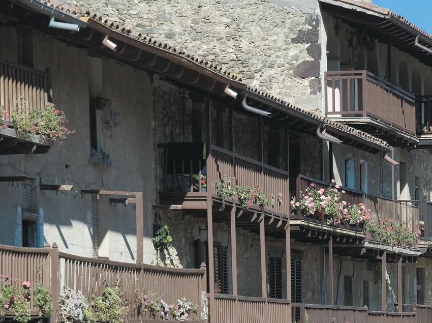 Traditionelle Balkonzeile in der Straße Teixeda  (Servicios Editoriales Georama)
