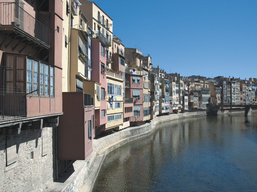 Houses next to the Onyar river  (Servicios Editoriales Georama)