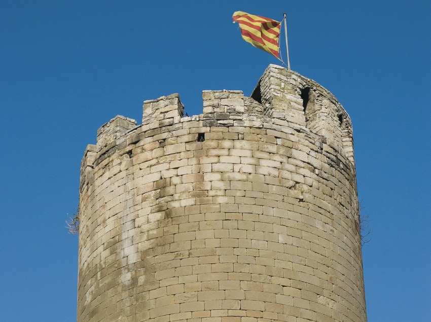 Cylindrical tower of the castle de Verdú  (Servicios Editoriales Georama)