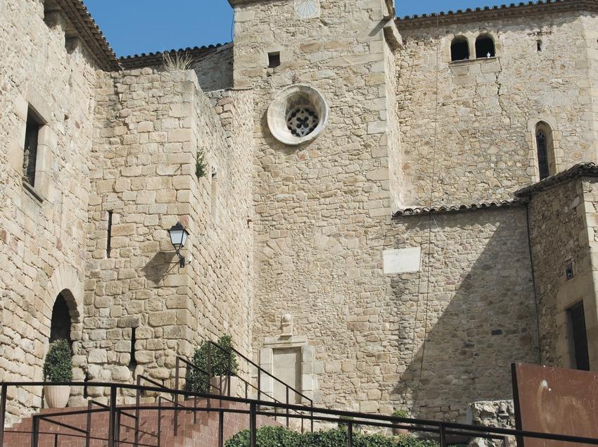 Iglesia y castillo de Benedormiens o castillo de Aro  (Servicios Editoriales Georama)