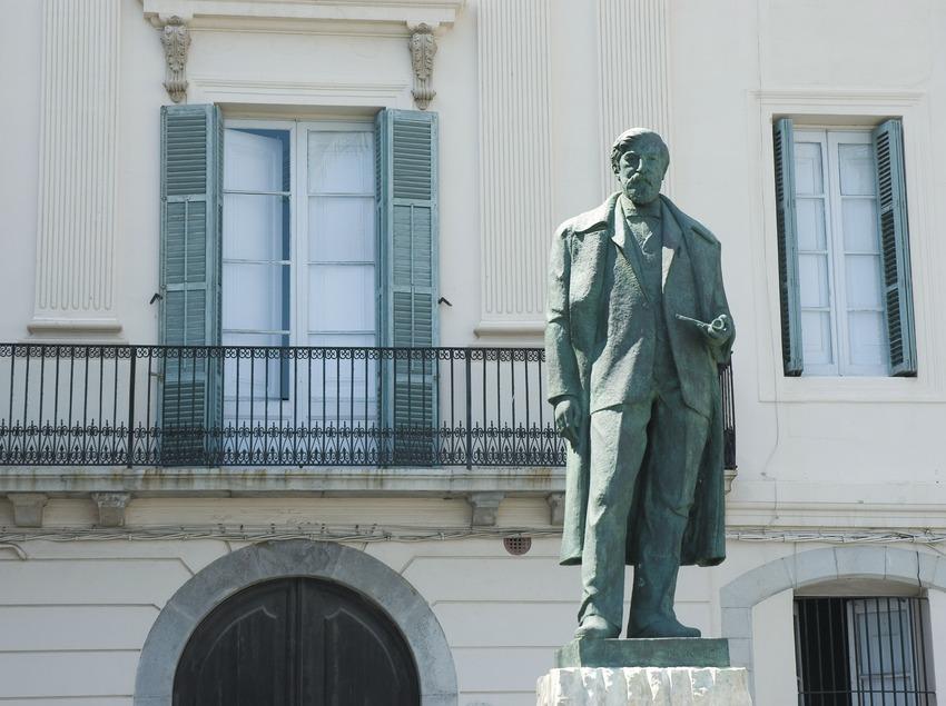 Monumento a Santiago Rusiñol en la playa de Sant Sebastià  (Servicios Editoriales Georama)