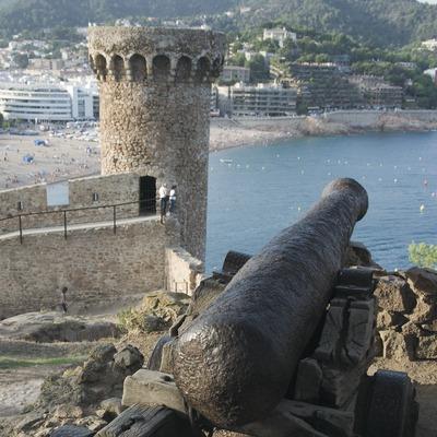 Cañón y torre de vigía de la Vila Vella de Tossa  (Servicios Editoriales Georama)