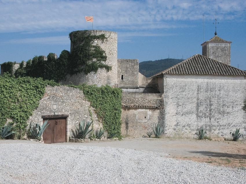 Castle and church of Santa Magdalena  (Servicios Editoriales Georama)