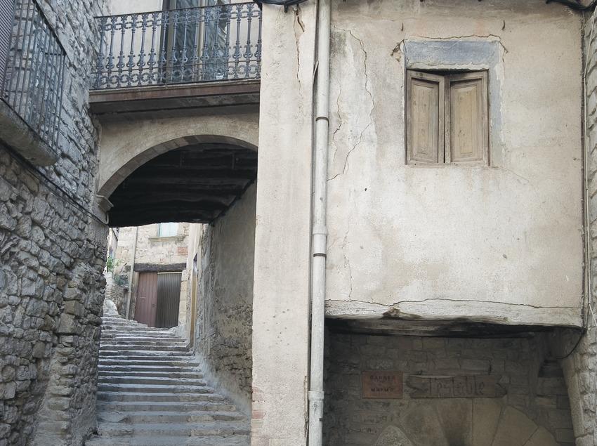 Medieval street to the church of Sant Sebastià  (Servicios Editoriales Georama)