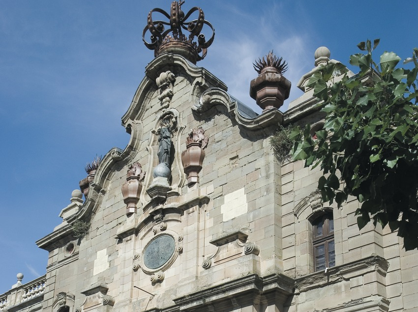 Façade of the old University of Cervera  (Servicios Editoriales Georama)