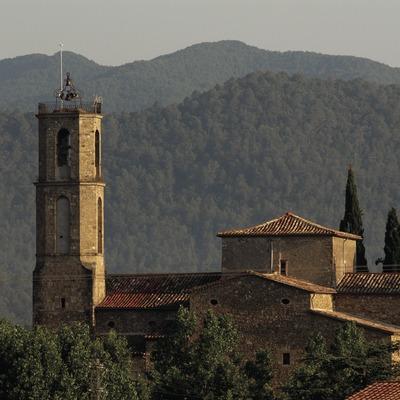 Vista de la localidad con la iglesia de Sant Maria