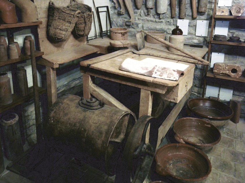Rocaguinarda Museum of Pottery from Països Catalans (regions where Catalan is spoken)  (Servicios Editoriales Georama)