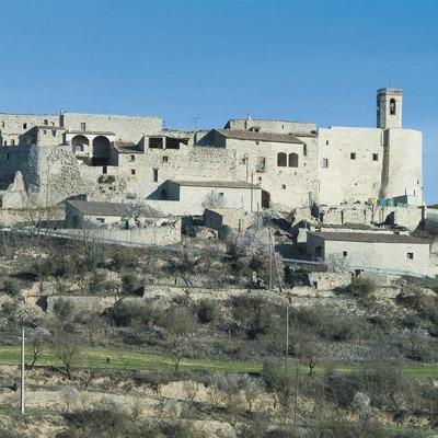 Stadtkern von Montfalcó Murallat auf einem Hügel von Pla de Vergós  (Servicios Editoriales Georama)
