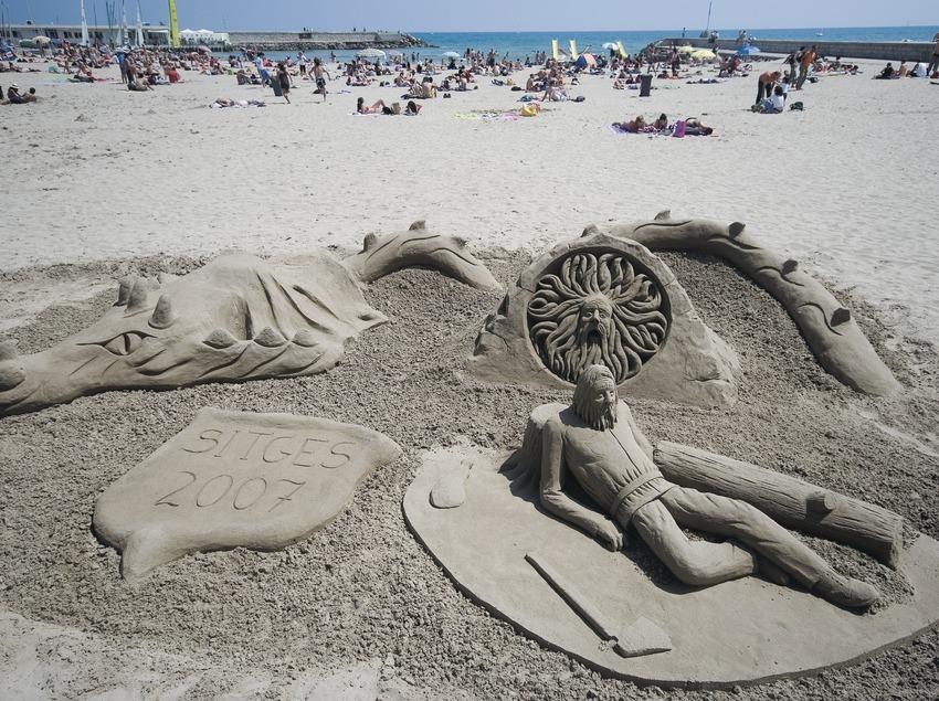 Escultura de arena en la playa de la Fragata  (Servicios Editoriales Georama)