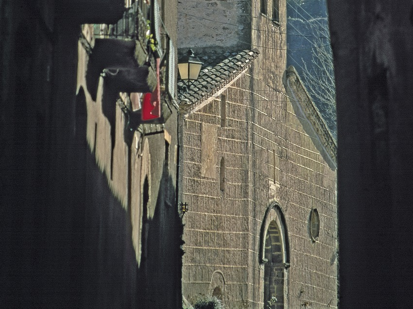 Calle medieval e iglesia de Sant Martí  (Servicios Editoriales Georama)