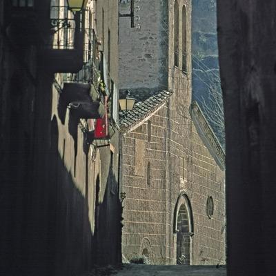 Medieval street and church of Sant Martí  (Servicios Editoriales Georama)